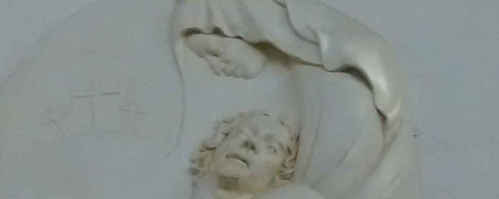 mary holding Jesus at foot of cross